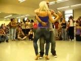 Удивительно прекрасный танец красивой попы Бачата