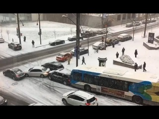 Танцы машин и автобусов - Гололед в Канаде   Dancing cars and buses - glazed frost in Canada