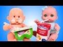 Куклы Пупсики ДЕЛАЕМ КЛИЗМУ Доктор видео с куклами какает в горшок Дочка-матери Видео для девочек