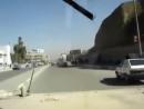 Демократический Хаммер США едет по улицам Ирака