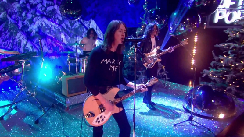 Blossoms - Charlemagne (Top Of The Pops, New Year 2017)