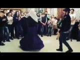 Иса Идрисов танцует