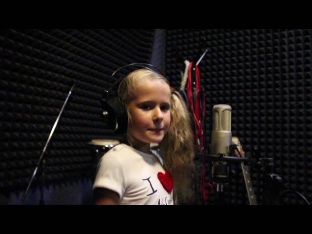 Полина Терехова 8 лет-Бабушка,научи танцевать чарльстон