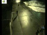 Вандалы в начале Софийской набережной крушат стойку шлагбаума
