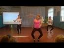 Девочки прикольно танцуют