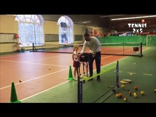 Прогрессирующее упражнения на развитие точки удара, ритма и координации у детей 5 лет по программе TENNIS 2x5