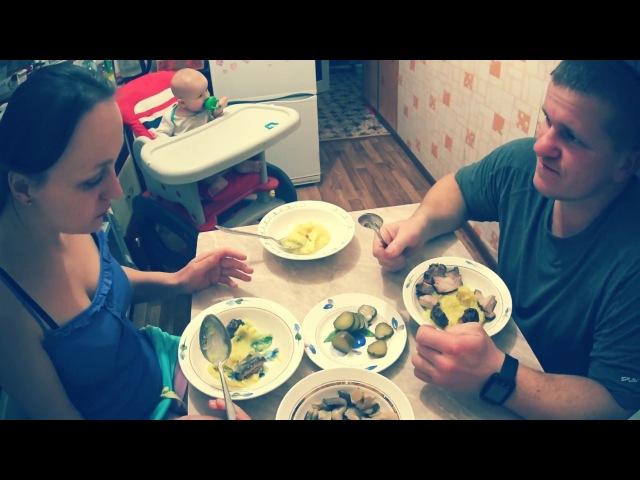 Ужин в деревне Муж на кухне Жизнь в деревне