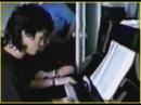 В.Цой играет на пианино