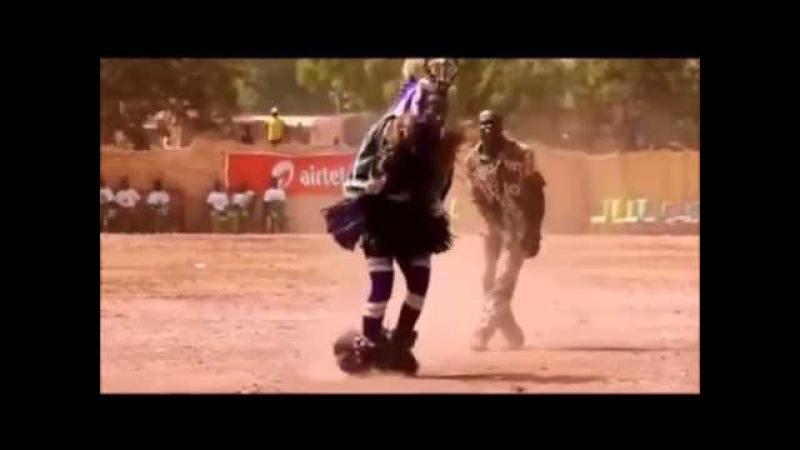 Папуас танцует