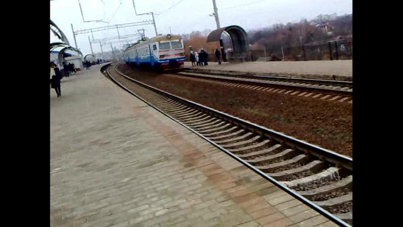 прибытие електропоезда на станцию Троещину-2 ЕР9м 524 (в сторону станции Дарницы)