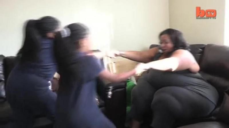 Школьница танцует тверк ради разбана