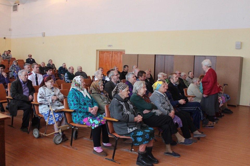 Молодые парламентарии поздравили постояльцев дома престарелых с Международным днем пожилого человека