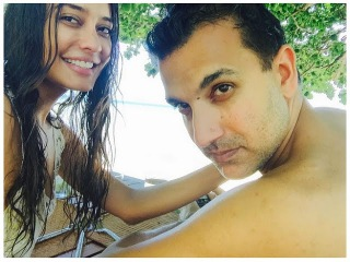Bollywood actress Lisa Haydon is pregnant! Announces it with a bikini pic flaunting baby bump