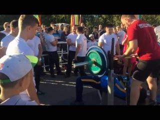 Аким Актобе поднял штангу весом 100 кг