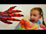 Плохой ребенок УЖАСНАЯ РУКА атакует детей Bad Baby Creepy Hand ATTACKS Kids