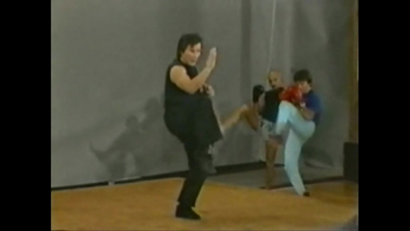 15. Мае-гери - удар ногой вперёд