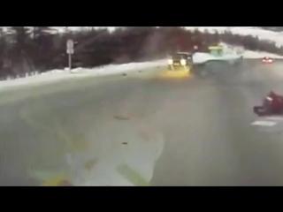 Авария на трассе Колыма, женщина вылетела из машины скорой помощи