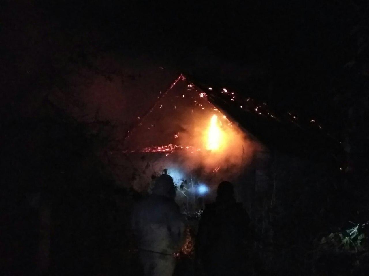 У Новій Каховці згорів житловий будинок: власник травмувався, а його співмешканка загинула