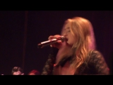 «EVOLution Tour»: Цинциннати (14.12.16). Сабрина выступает с песней «Eyes Wide Open».