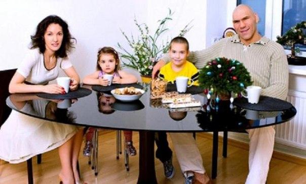 Как валуев с женой и детьми фото