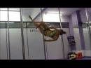 Батл стрептизерши и гимнастки
