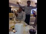 Арман Ашимов танцует на банкете