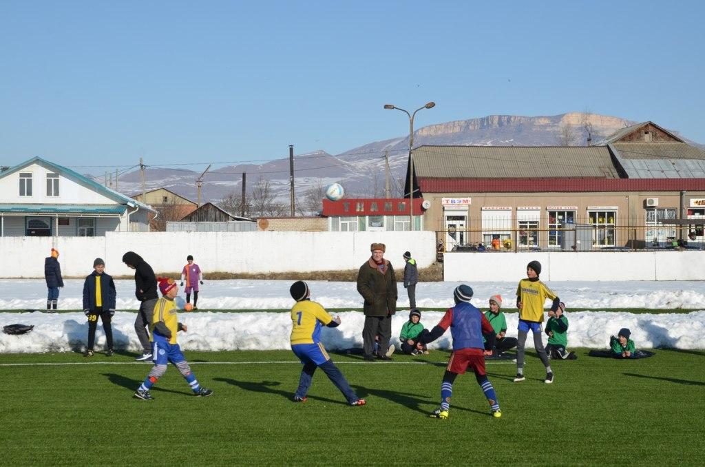 В Зеленчукской прошли соревнования по легкой атлетике и мини-футболу
