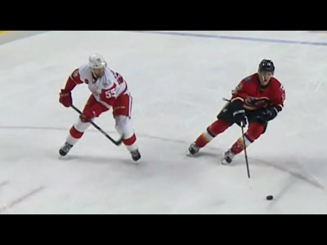 Tkachuk steals and scores thanks to bad decision by Kronwall