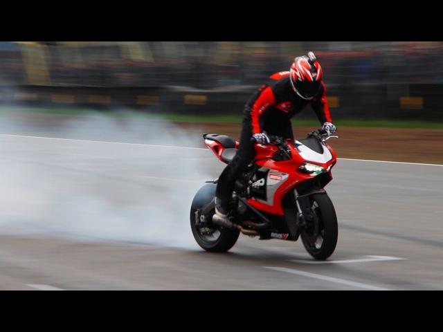 Ducati 899 Panigale - Wheelies, Burnout, Stoppies Stunt Riding!