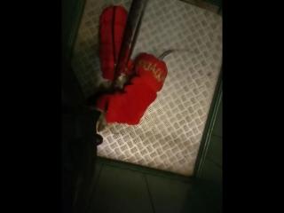 Вуднвэй Пэйдж и Пайпер осваиваем лифт.