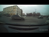 начало. девяносто девятая без водителя начинает движение задним ходом от порыва ветра. омск 30 марта 2017