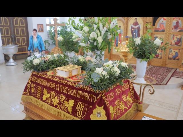 В храме Петра и Павла села Обуховка началась пасхальная неделя. Старый Оскол