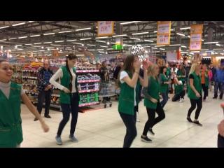 Флешмоб в гипермаркете Глобус Королев