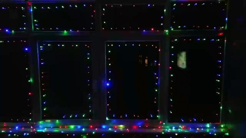 Хотів трохи прикрасити вікна до Нового Року а вийшла як в рекламі Кока Кола)