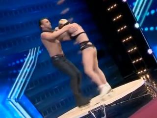 Шоу талантов в Грузии. безумный танец на роликах