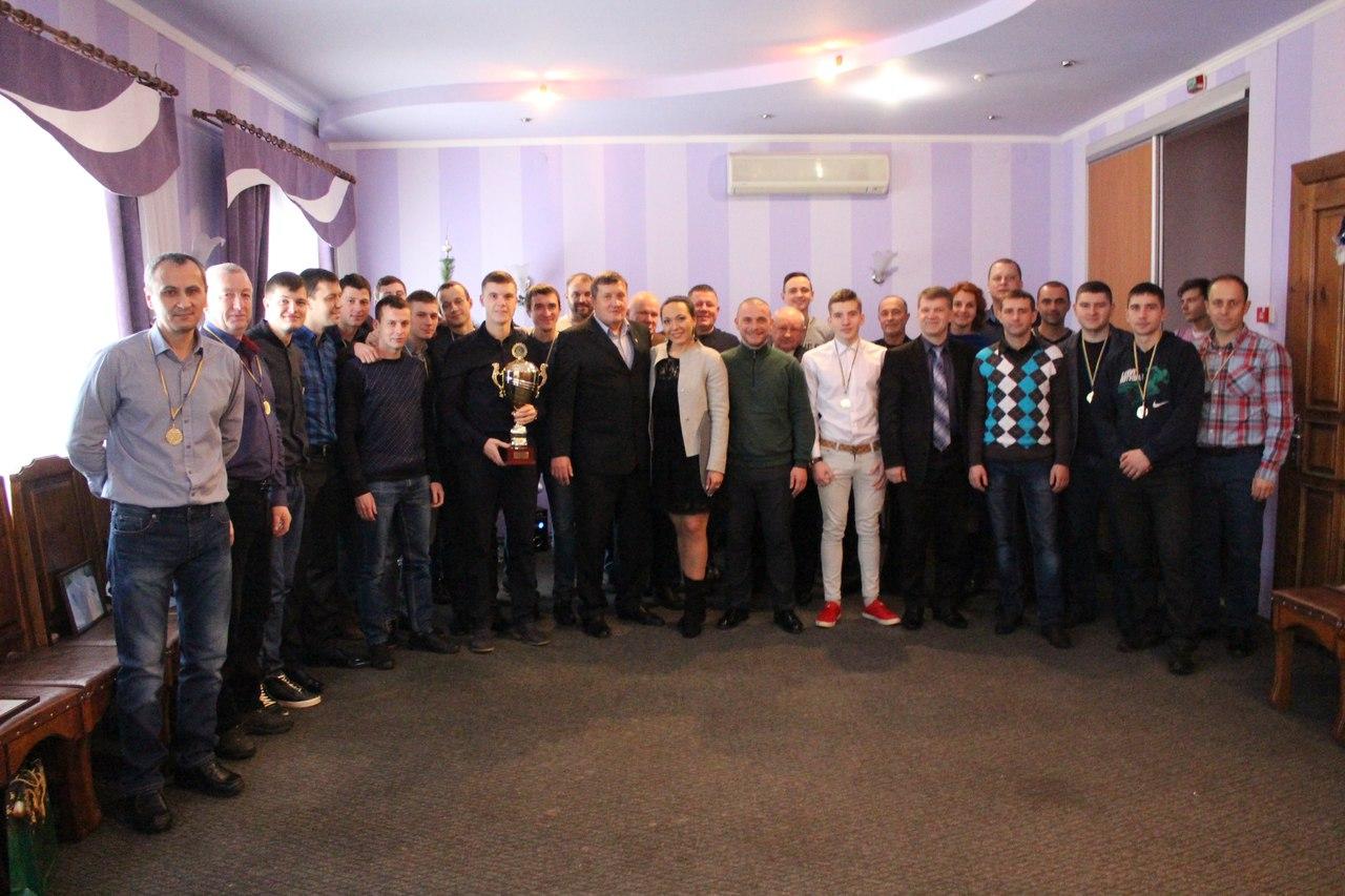 В Славянске состоялось чествование чемпиона Донецкой области -2016 футбольного клуба «Славхлеб».