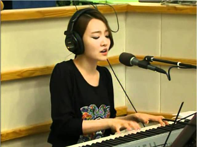 윤하(Younha) - 기다리다 (120711 홍진경의 2시 LIVE)
