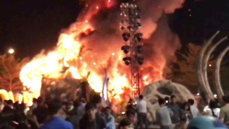 Cháy lớn buổi ra mắt phim King Kong Đảo Đầu Lâu Sao Việt chạy tá