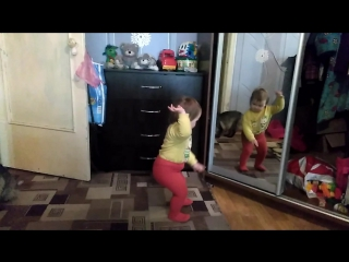 Женя танцует