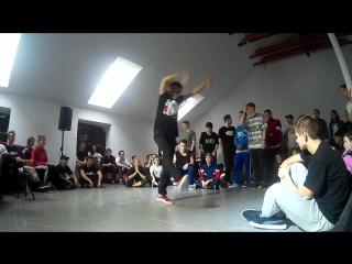 Преподаватель хип-хопа  Виталий Нежинский. Триумф плюс