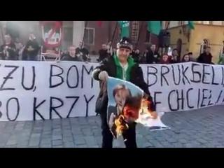 Auch in Polen heißt es: #Merkelmussweg