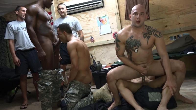 фото солдатов геев