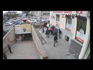Драка: мужчина с ножом взял реванш у толпы подростков
