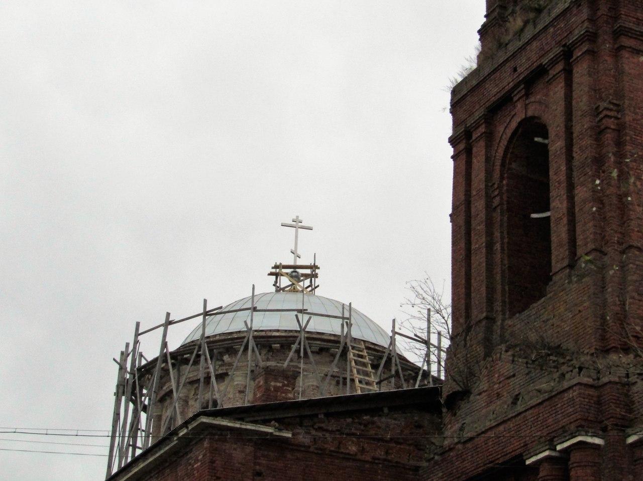 Восстановление главного купола: покрыт железом и установлен крест.