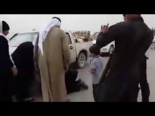 Sünni gənc İŞİD-çilərin əlində olan ailəsini xilas etdi və görüş anları hər kəsi duyğulandırdı.mp4