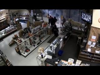 Эпичное ограбление оружейного магазина!