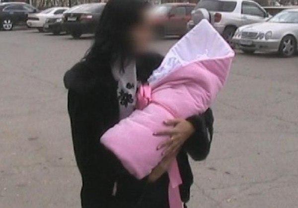 В Душанбе задержана женщина по подозрению в продаже своей дочери