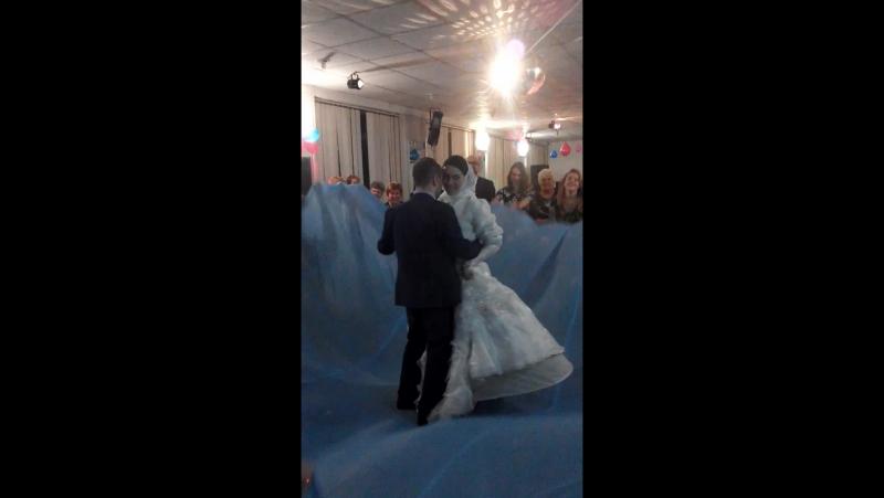 первый танец, уже как муж и жена
