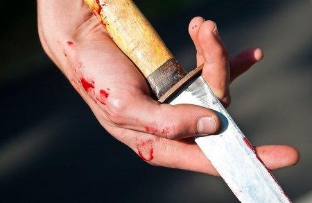 Пьяный житель Удачного накинулся с ножом на свою подругу