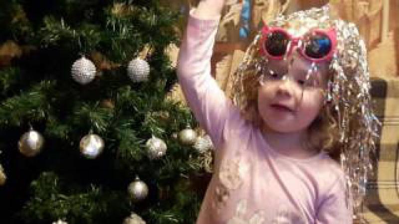 Наряжаем ёлку дома corate the Christmas tree at home